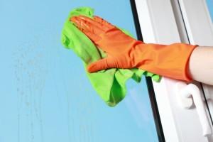 Jak nejlépe umý okna bez šmouh?
