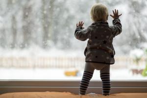 mytí oken v dětském pokoji