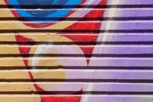 odstranění graffiti z garážových vrat