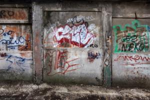graffiti na opuštěných místech