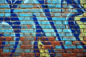 pohledové zdivo a graffiti